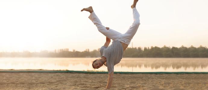 Ücretsiz deneme dersi için büyük küçük herkes Axe Capoeira
